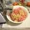 Измельчаем лук и чеснок в мясорубке