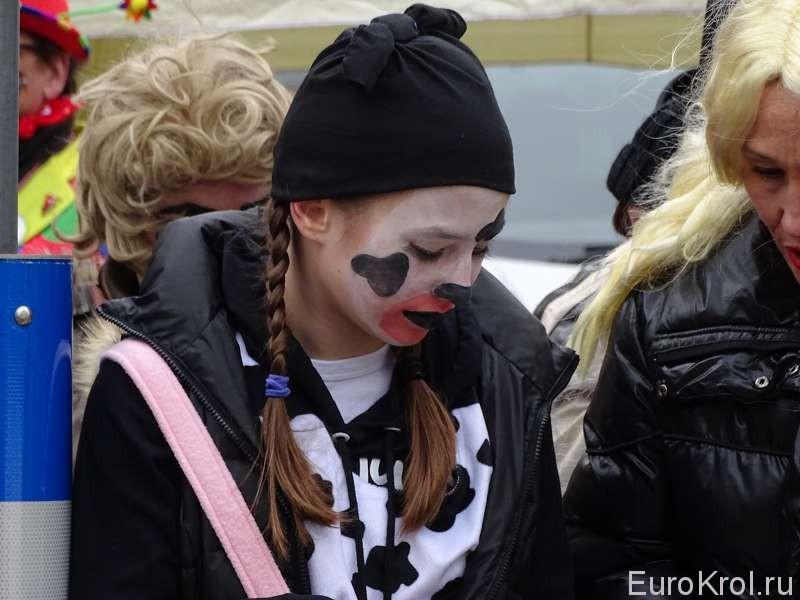 Девушка на карнавале