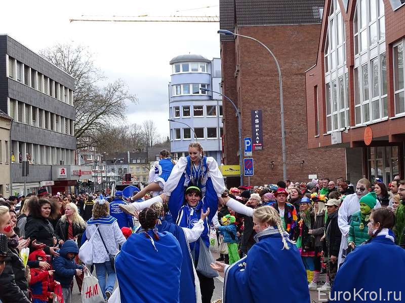 Гимнасты на карнавале