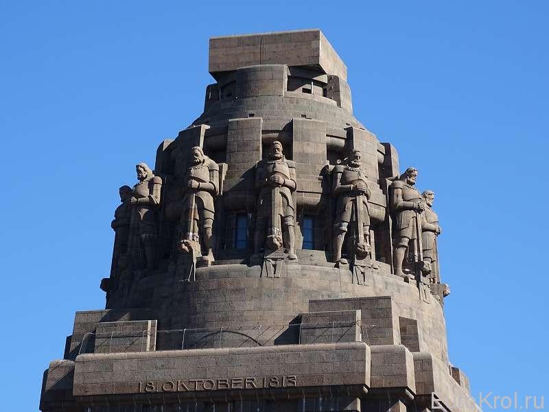 Монумент воины