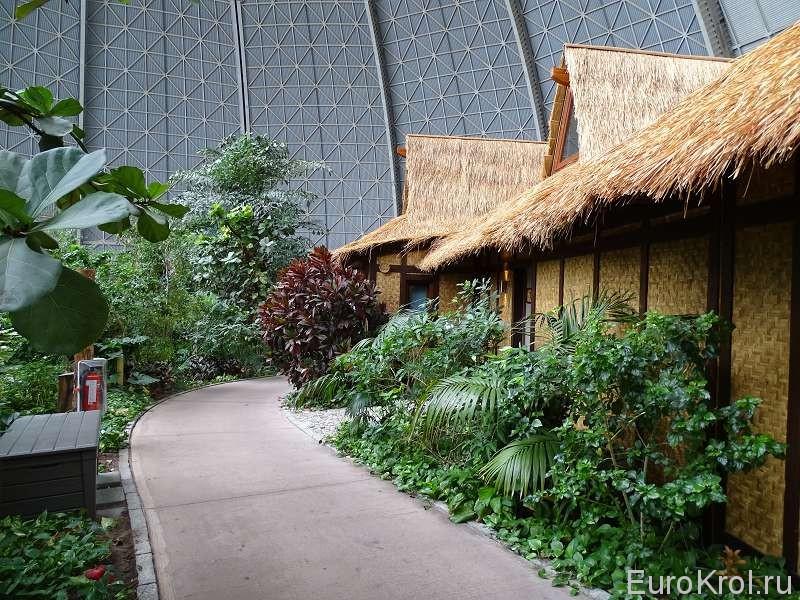 Тропическая деревня в аквапарке