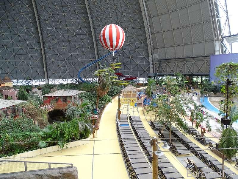 Воздушный шар в аквапарке