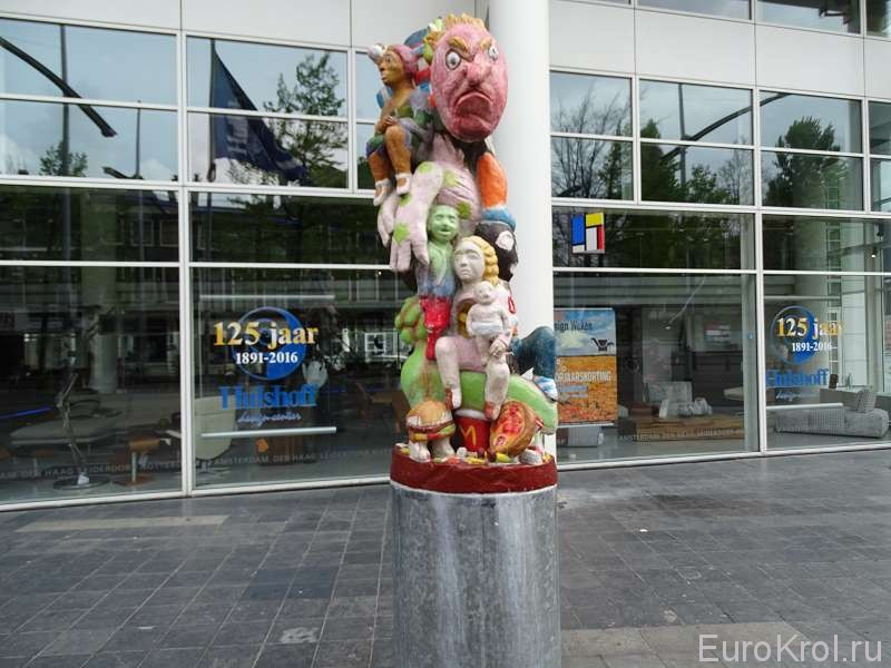 Скульптура на пешеходной улице в Гааге