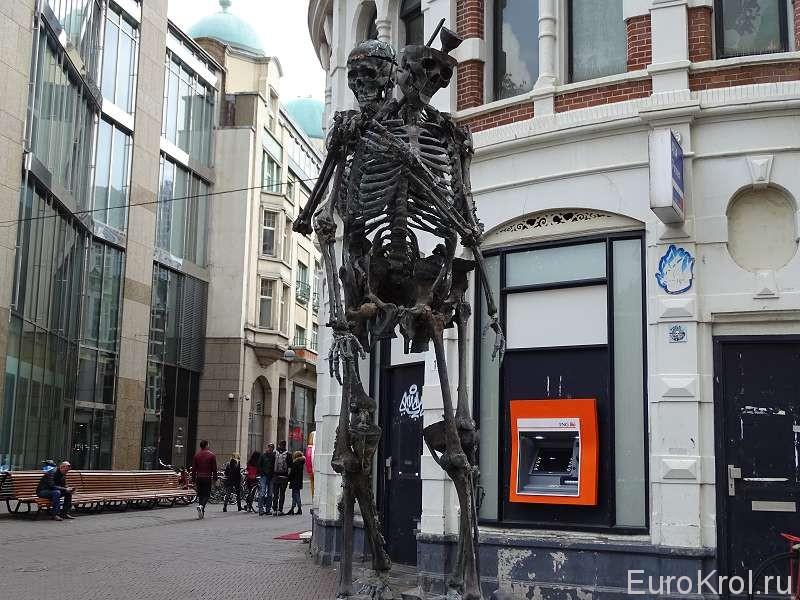Скульптура скелетам