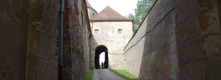 Вход в замок Вевержи