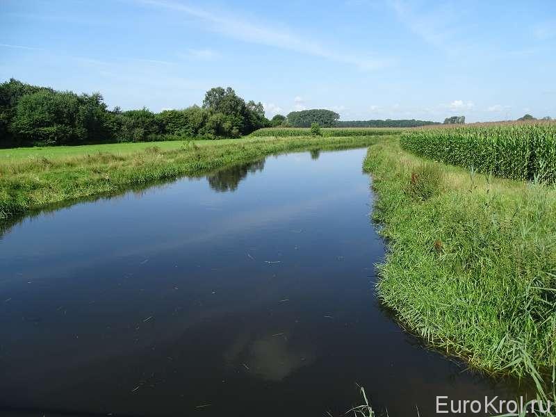 Канал в поле