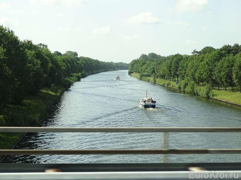 Судёнышки на канале Голландия